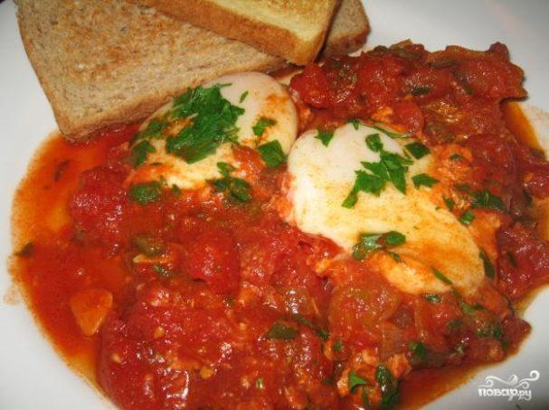 Яичница с томатной пастой