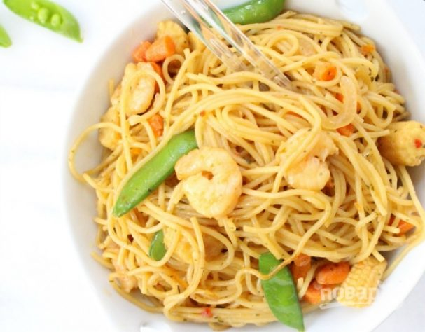 Спагетти с креветками в соусе