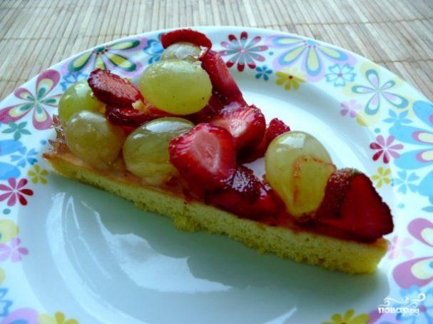 Открытый торт с фруктами