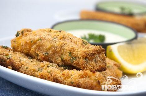 Рыбные палочки с соусом из петрушки
