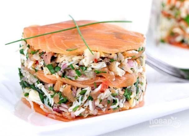 Закуска из краба и копченого лосося