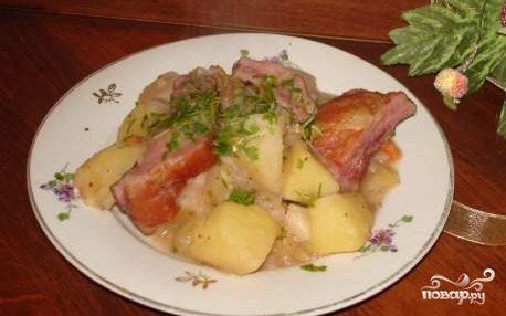 Картофель с копчеными ребрышками