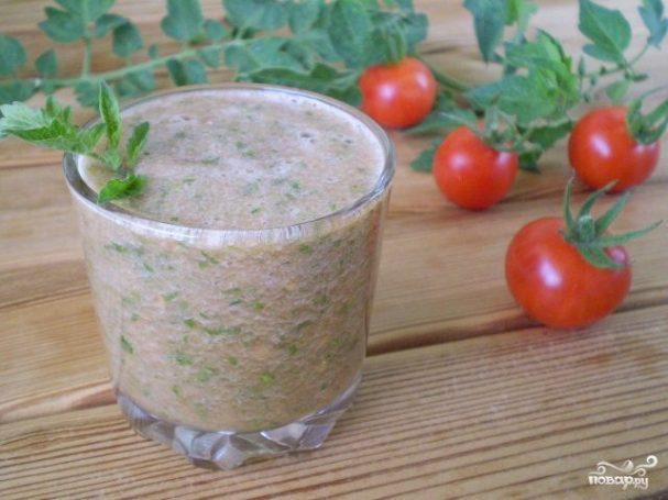 Зеленый коктейль с помидорами