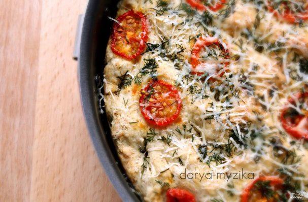 Фокачча с томатами черри, укропом и сыром маасдам