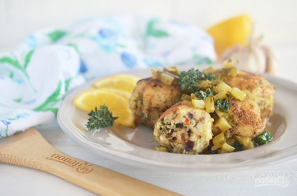 Рыбные колбаски под лимонным соусом