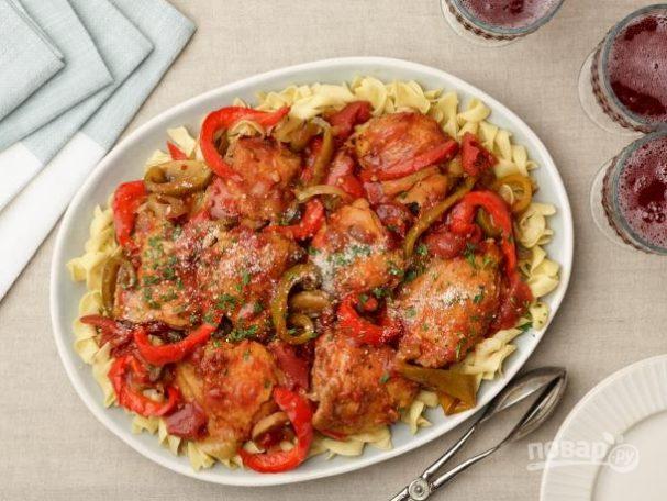 Курица в томатном соусе с грибами