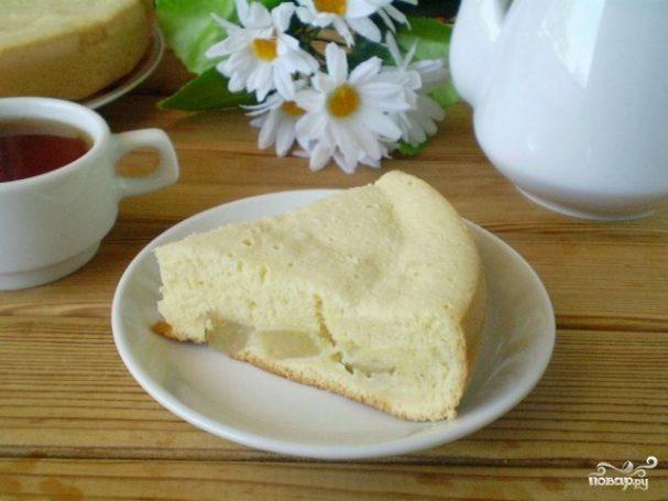 Пирог из бисквитного теста с начинкой