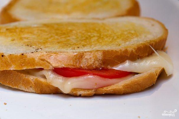 Горячий бутерброд на сковороде