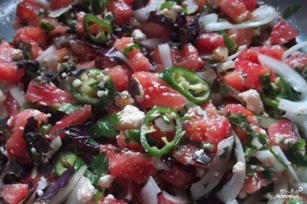 Грузинский салат с помидорами