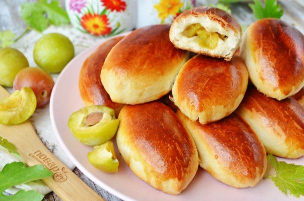 Пирожки со сливами духовые