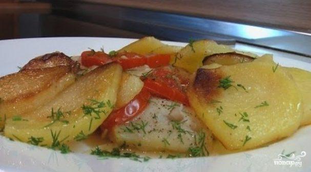 Камбала в духовке с картошкой