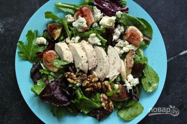 Салат с инжиром и курицей