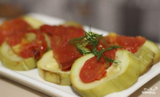 Кабачки, запеченные с помидорами в мультиварке