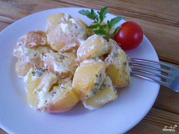Картофель в духовке под соусом
