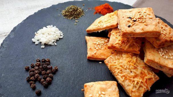 Крекеры с солью и перцем