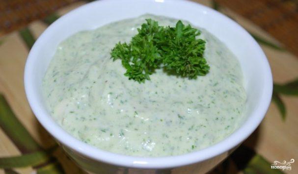Чесночный соус с зеленью