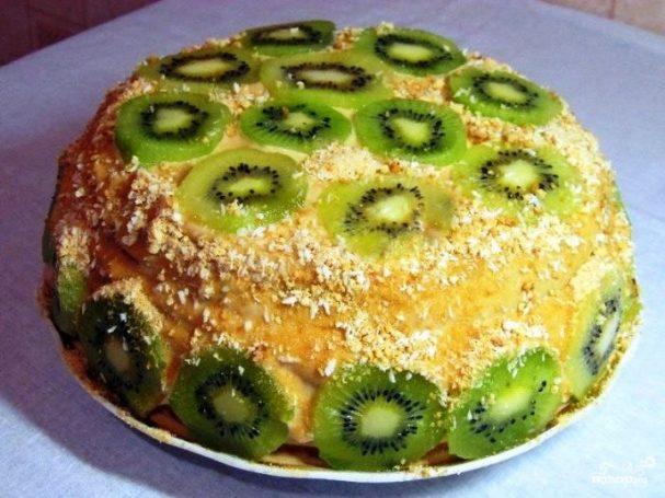 Бисквитный торт с бананом и киви