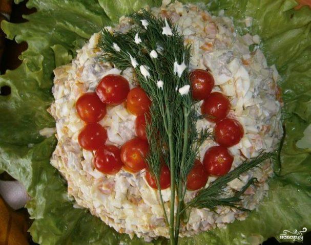 Салат из консервированных кальмаров и шампиньонов