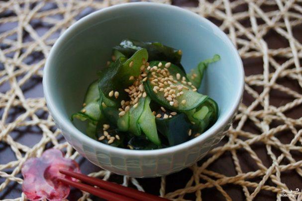 Салат с водорослями вакаме