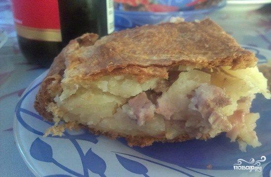 Слоеный пирог со свининой и картошкой