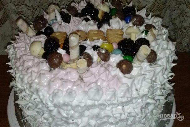 Большой бисквитный торт с безе