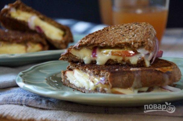 Сэндвич с сыром, яблоком и луком