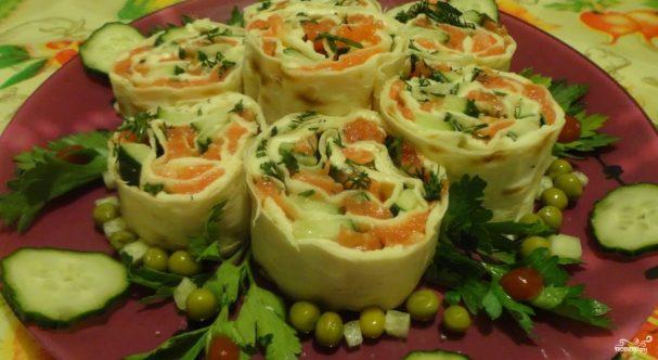 Лаваш с красной рыбой и плавленым сыром