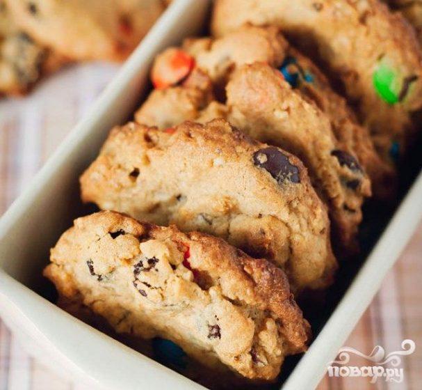Печенье с изюмом, орехами и M&M's