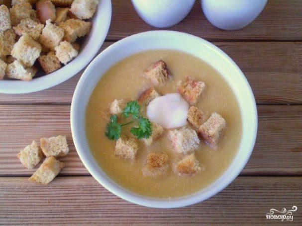 Гороховый суп-пюре с гренками