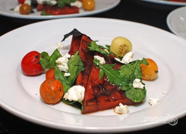 Рецепт салата с брынзой и помидорами