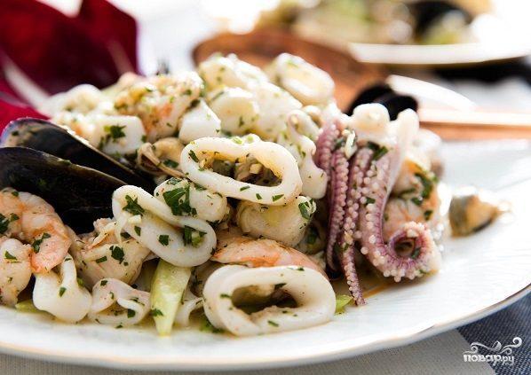 Рецепты салатов с коктейлем из морепродуктов