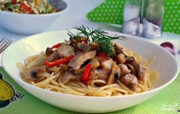 Поджарка из свинины с грибами