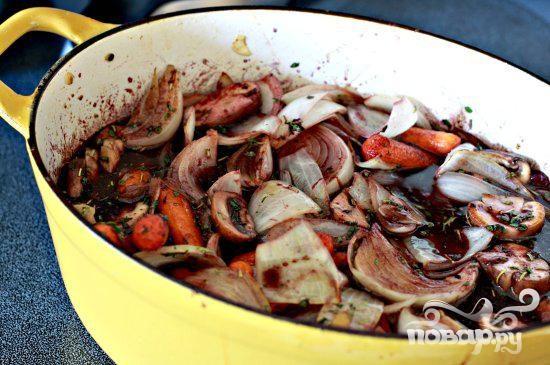 Говядина с черникой и грибами
