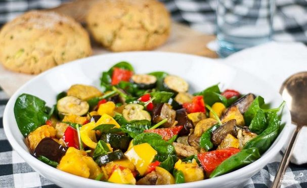 Кабачки, запеченные с овощами