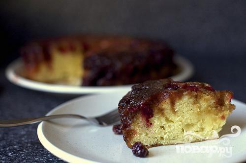 Перевернутый пирог с клюквой и карамелью