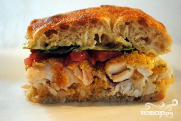 Сэндвич с рыбой и соусом
