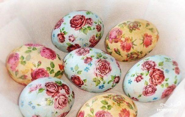 Яйца, крашенные в технике декупаж