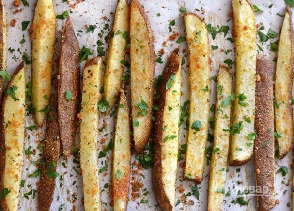 Картофель по-деревенски с сыром и специями