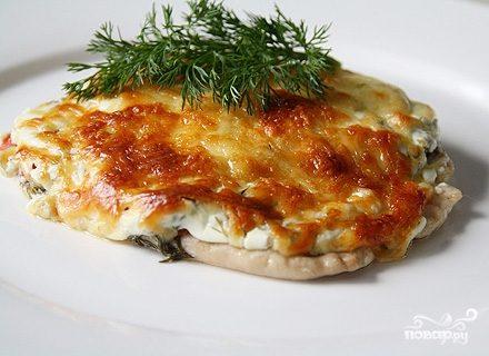 свиные отбивные в духовке с помидором и сыром