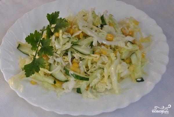 Простой салат с кукурузой консервированной