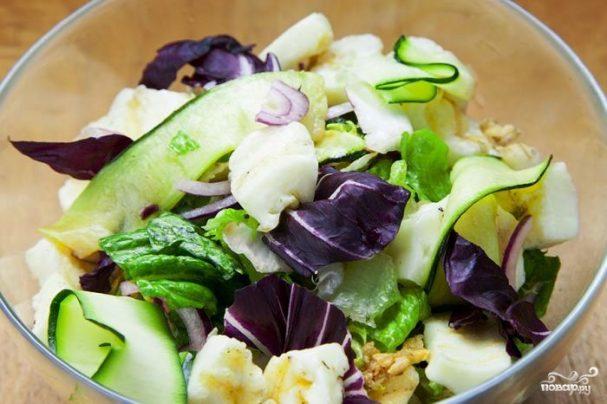 Салат с жареным халуми