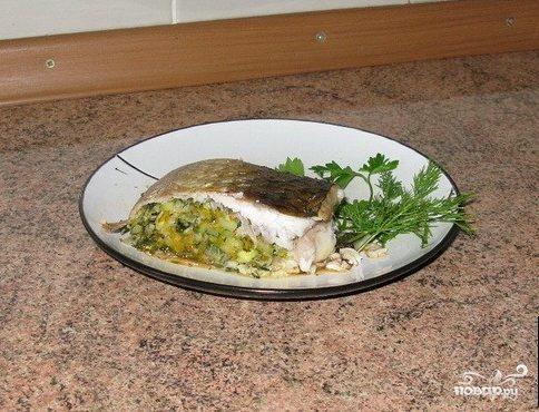 Фаршированная рыба, запеченная в духовке