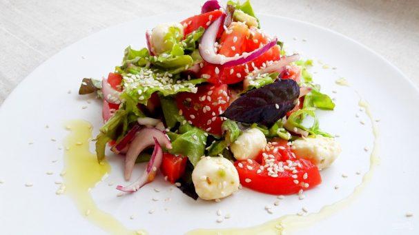 Салат с авокадо (летний, легкий)