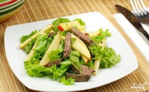 Простой салат с куриной печенью