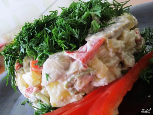 Салат с грибами и оливками