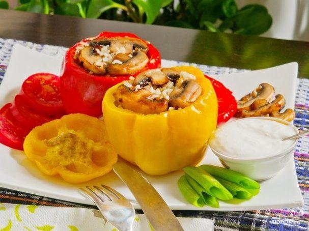 Перец, фаршированный грибами и рисом