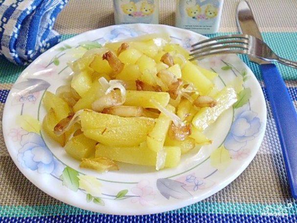 Картошка с салом на сковороде