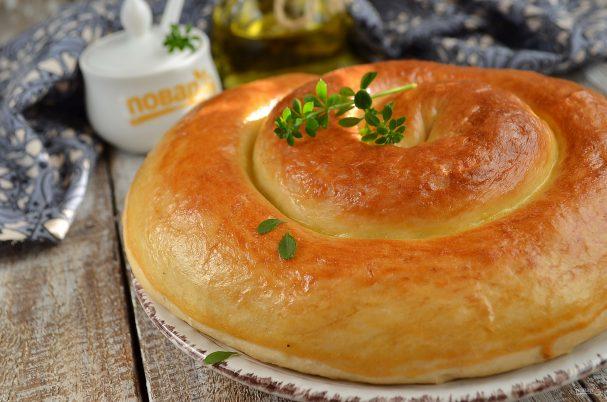 Спиральки из теста с сырно-томатной начинкой