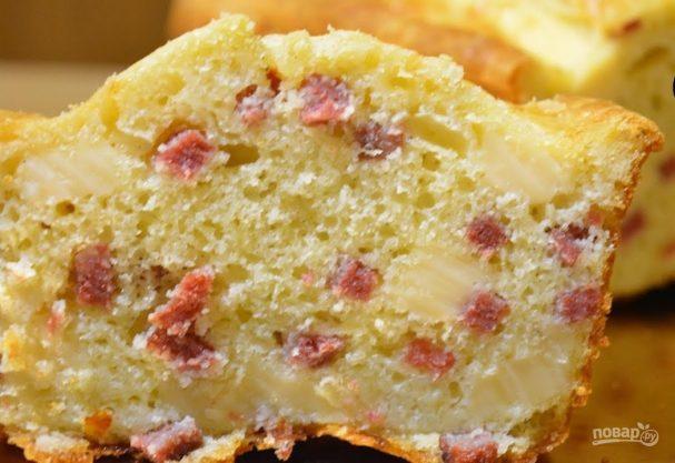 Закусочный кекс с сыром и колбасой