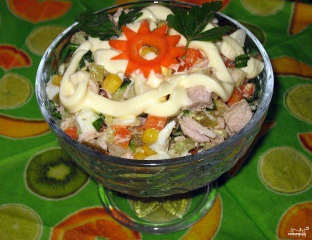 """Салат """"Оливье"""" с кукурузой"""